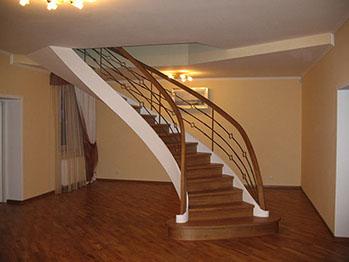 бетонні сходи на косоурі